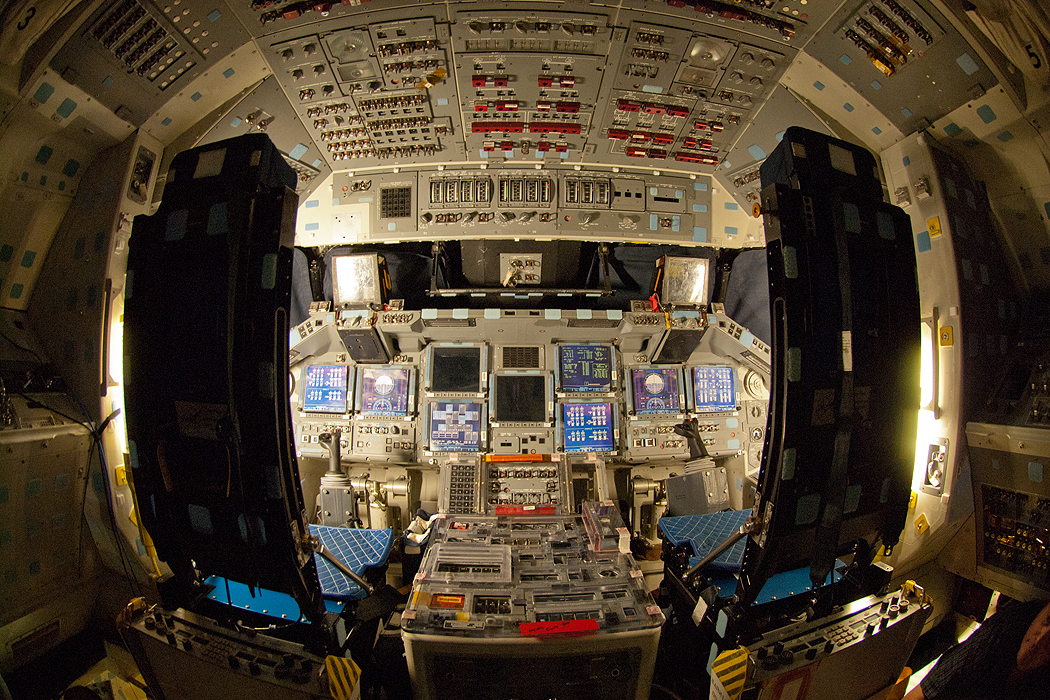 space shuttle discovery cockpit - photo #15