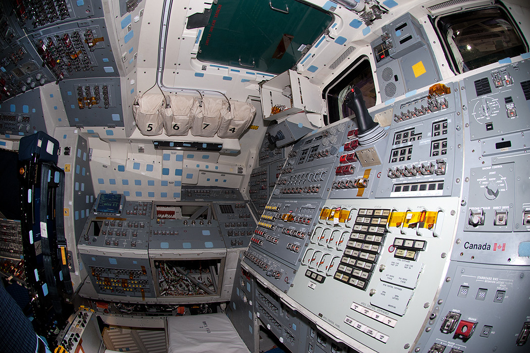 space shuttle discovery cockpit - photo #11